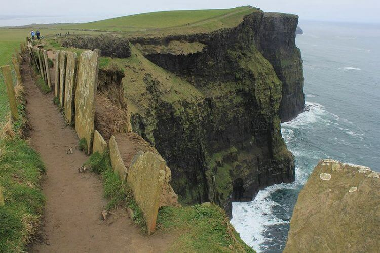 A picture of the cliffs of Moher taken from the top.