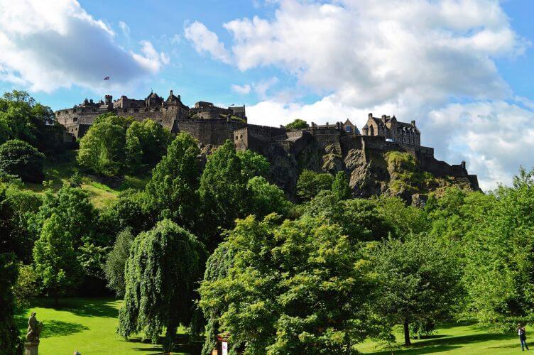 An image of the famous Edinburgh castle