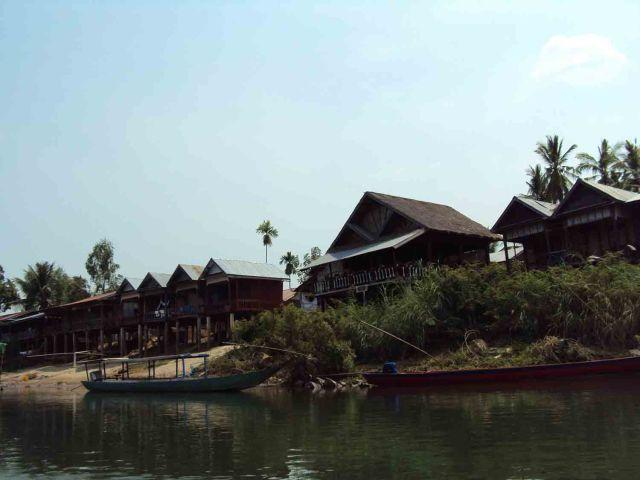 Häuser über dem Mekong