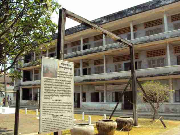 Foltern in Tuol Sleng