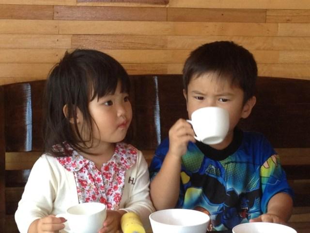 Junge Gäste im Restaurant