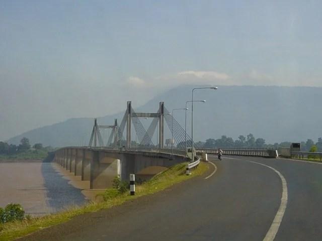 Brücke zwischen Laos und Thailand