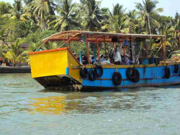 Ausflugsboot auf den Kerala Backwaters