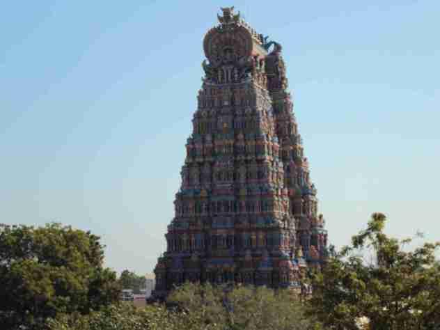 Einer der Tempeltürme von weitem