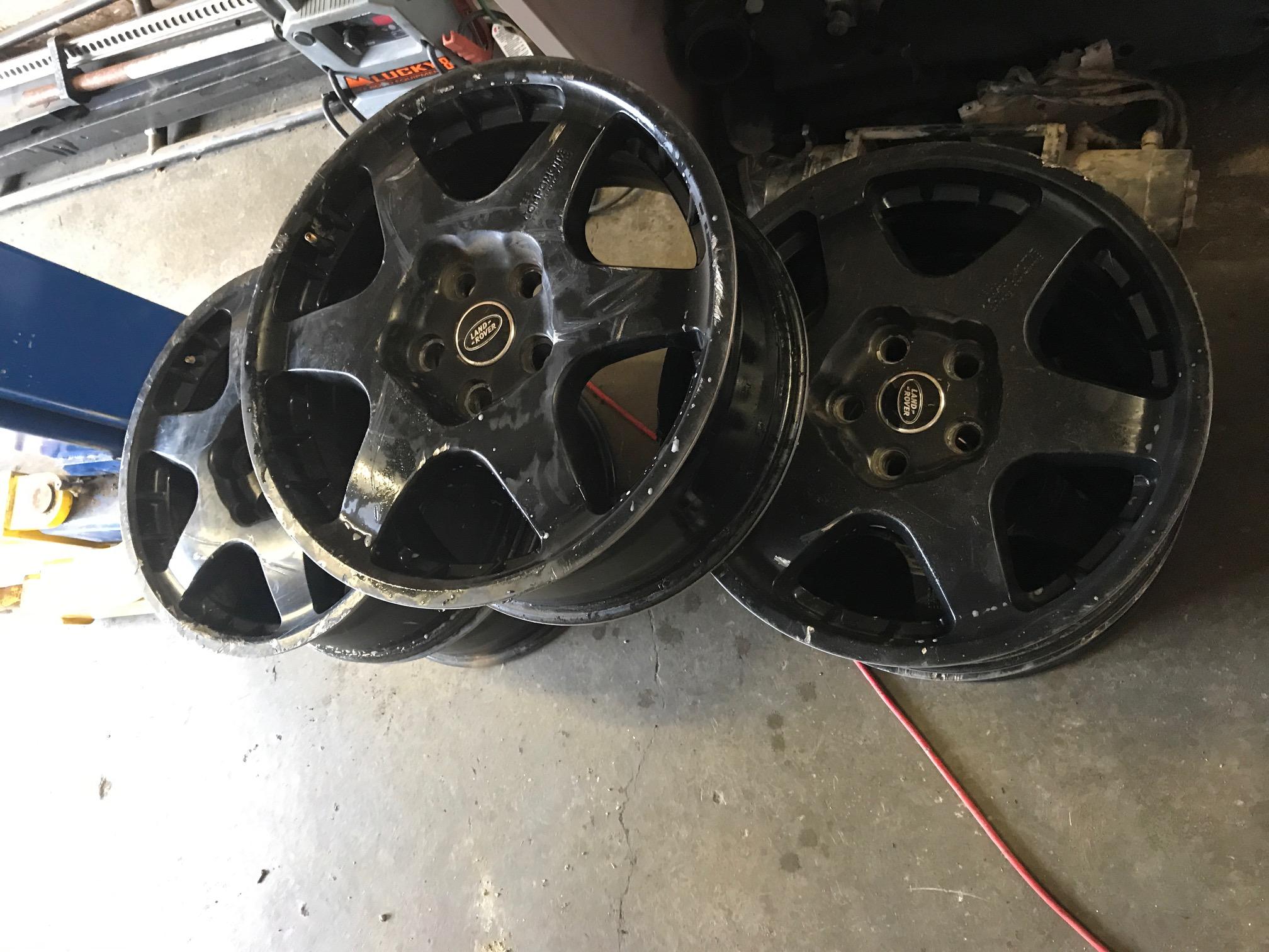 Set of 5 Used Black pomotive Wheels for LR3 LR4 RRS L322
