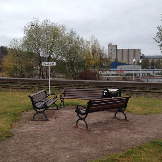 Vid stationen finns denna fina sittgrupp.