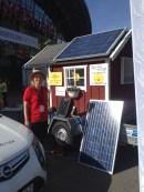 Jag hälsade även på energirådgivaren från Sandviken. Med detta solcellshuset så laddade hon en elbil. (även vi har en energirådgivare i vår kommun. Mikael Nyman heter han)