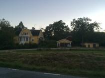 Många fina gräsytor i blankaholm sköts av de som bor där.
