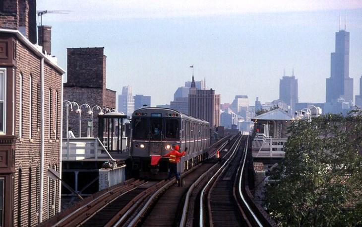 BEDIT_1024px-19971019_33_CTA_Blue_Line_L_@_Western_Ave..