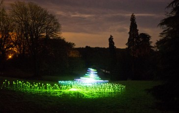 Winter+Light+Waddesdon+Bruce+Munro+y6_6MNi4D_ux