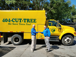 SavATree COO shakes hands with Bob Delbridge