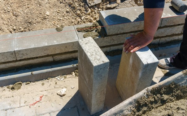 interlocking retaining blocks