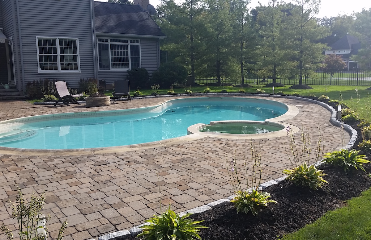 Belguim Block Pool Border in Suffield