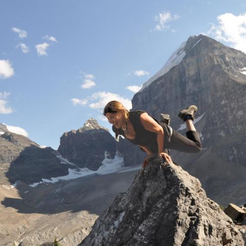 Strength exercises for cyclists - on a mountain top image