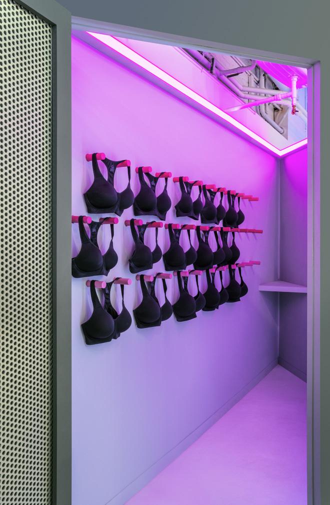 EBDNL-robert-storey-studio-for-nike-womens-3