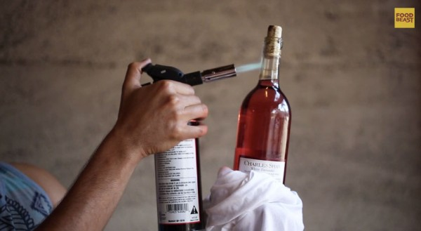 how-to-open-wine-bottle-with-blowtorch-600x329