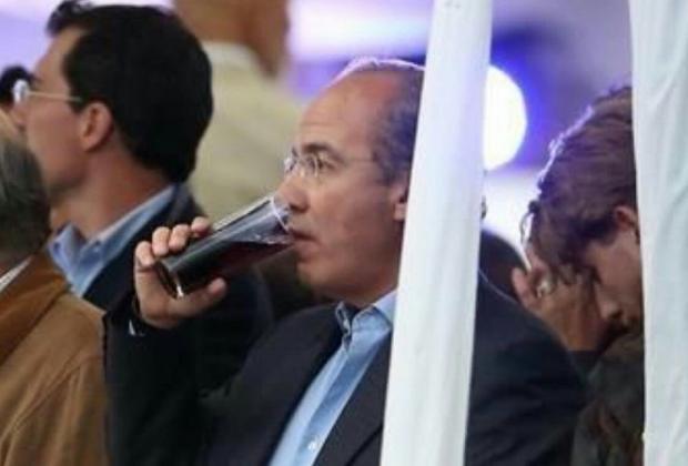 Recordando el alcoholismo de Felipe Calderón. | La Neta Noticias