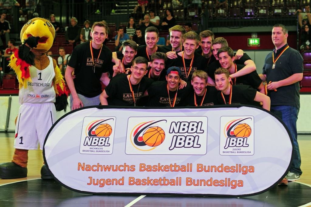 48.-6 Saison 2013-2014_ U19 mit den Bronzemedaillen der DM_ 18.5.14