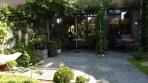 De tuin bij de Studio van B&B Langeslag in Hoek van Holland.