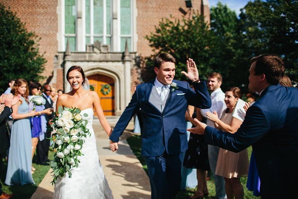 Cascading_bouquet_white_and_green_Patton_chapel_UTC_Chattanooga_Wedding_Flowers_Lang_Floral_Designs