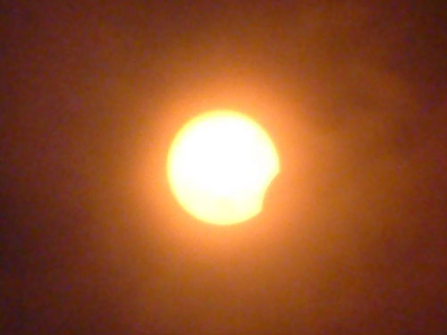 Gerhana Matahari Sebagian, 5 menit sebelum terjadinya puncak gerhana. Kredit : Ferry. M. Simatupang