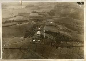 Foto udara Observatorium Bosscha dan lingkungannya pada tahun 1930an. Sumber: Koleksi pribadi Bambang Hidayat.