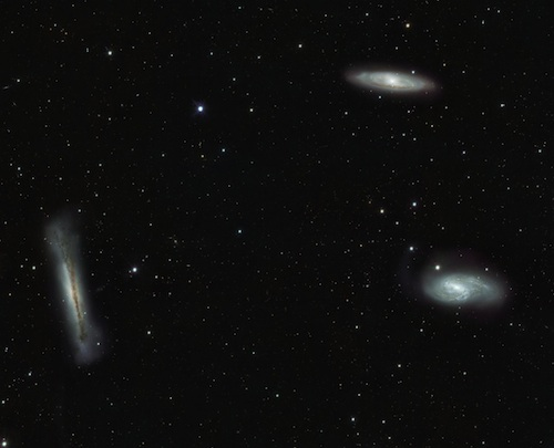 Galaksi-galaksi dalam kelompok Leo si Kembar Tiga. Kredit : ESO/INAF-VST/OmegaCAM. Acknowledgement: OmegaCen/Astro-WISE/Kapteyn Institute