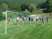 Bermain bola bersama. Kredit: IOAA