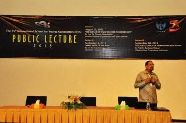 Dr. Nat Gopalswamy saat kuliah umum. Kredit: M. Rayhan