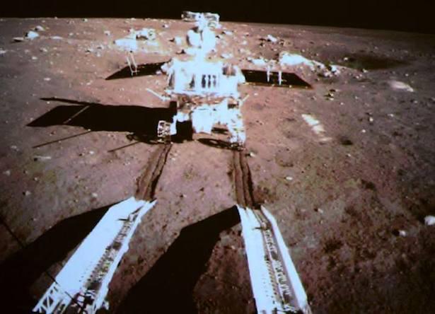 Rover Yutu si Kelinci pun dilepaskan untuk memulai penjelajahannya di Bulan. Kredit: China Space