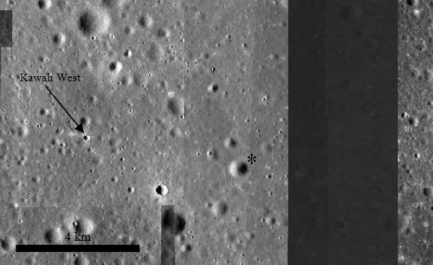 Gambar 4. Tampilan peta WMS Image saat batang skala menunjukkan angka 4 km dan kemudian diedit. Nampak kawah West. Tanda bintang (*) menunjukkan lokasi dimana seharusnya Apollo 11 mendarat, namun terlewati oleh sebuah kesalahan teknis. Panduan arah, atas = utara, kanan = timur. Sumber: Arizona State University, 2013.