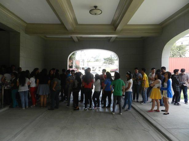 Suasana keramaian menjelang pertunjukkan planetarium di Planetarium Nasional Filipina. Kredit: nggieng