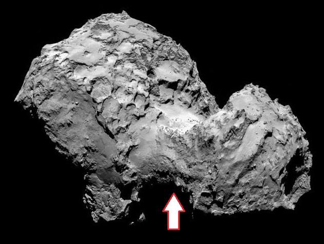 Gambar 1. Wajah inti komet Churyumov-Gerasimenko diabadikan dari jarak 130 km dengan instrumen OSIRIS. Nampak jelas inti komet ini merupakan dua bongklahan besar yang melekat menjadi satu dihubungkan oleh leher' (tanda panah), ciri khas dari benda-benda langit kembar dempet (contact binary). Sumber: ESA, 2014.