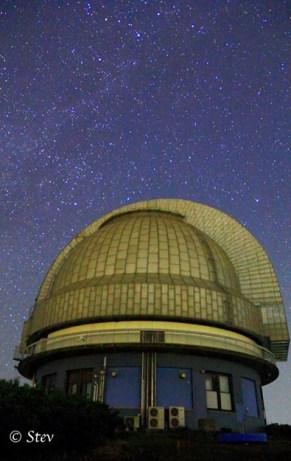 Milky Way di atas teleskop 1.88 m di Observatorium Okayama. Kredit: Stevanus Kristianto Nugroho