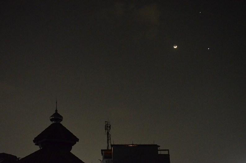 Segitiga Bulan, Venus & Jupiter di langit senja. Kredit: Ferry M. Simatupang