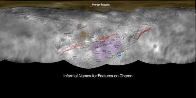 Peta Charon yang dibuat dari hasil terbang lintas New Horizons. Kredit: JHUAPL / SwRI