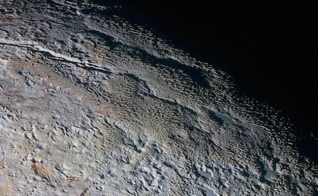 Area Tartarus Dorsa di perbatasan siang dan malam Pluto. Kredit: NASA/Johns Hopkins University Applied Physics Laboratory/Southwest Research Institute