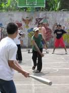 Home Tournament 2004. Tak bisa baseball, permainan kasti pun jadi. Kredit: Himastron.
