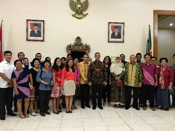 Para pegiat pendidikan di maluku bersama Bpk. Anies Baswedan dan Bpk. Said Assagaf di Rumah Dinas Gubernur Maluku. Kredit Foto: Heka Leka