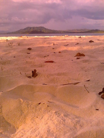 Pulau Molana dengan pasir putih yang lembut. Kredit: Aldino A. Baskoro