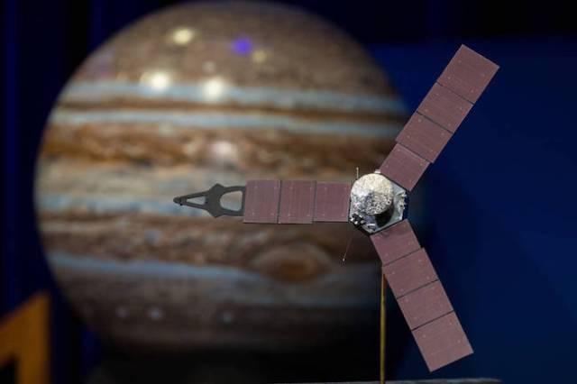 Ilustrasi Juno dan Jupiter. Kredit: (NASA/Aubrey Gemignani)