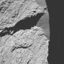 Dari ketinggian 11,7 km. Kredit: ESA/Rosetta/MPS for OSIRIS Team MPS/UPD/LAM/IAA/SSO/INTA/UPM/DASP/IDA