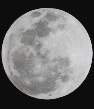 Bulan. Fotografer: Wicak Soegijoko