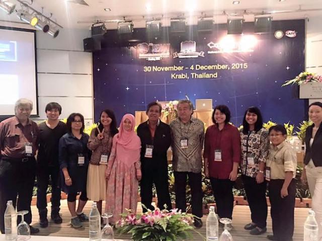 Foto bersama peserta SEAAN 2015 bersama Pak Hardja. Kredit: Avivah Yamani