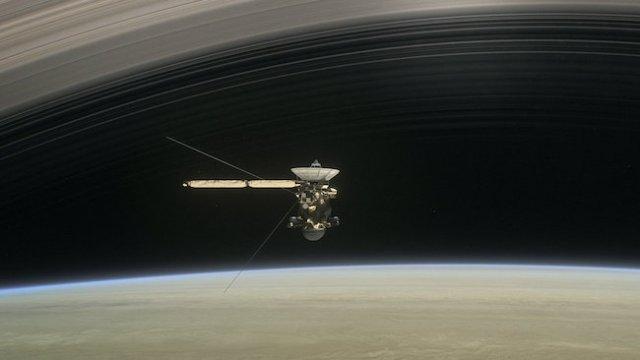 Ilustrasi Cassini, si penjelajah Saturnus yang akan mengakhiri hidupnya. Kredit: NASA