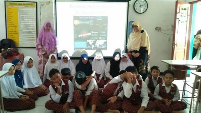 Bersama para siswa setelah sosialisasi GBT. Kredit: Suci Purwanti