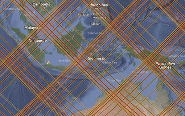 Gambar 6. Proyeksi lintasan <em>Tiangong-1</em> di paras bumi Indonesia dan sekitarnya pada rentang waktu antara 31 Maret 2018 pukul 00:00 WIB hingga 6 April 2018 pukul 14:00 WIB menurut <em>SatFlare</em>. Pada rentang waktu itulah <em>Tiangong-1</em> diprediksi akan jatuh. Nampak proyeksi lintasan <em>Tiangong-1</em> mengenai pulau Irian bagian barat, kepulauan Bali dan Nusatenggara, pulau Sulawesi, pulau Kalimantan dan pulau Sumatra. Sementara pulau Jawa terbebas darinya. Sumber: SatFlare, 2018.