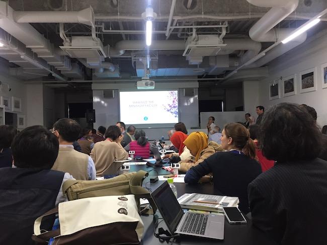 Seline Hu dari Taiwan memaparkan astronomi pada publik di Museum Astronomi Taipei. Kredit: Avivah Yamani