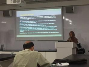Farah Mumtahana dari LAPAN memaparkan materi Planetarium Bergerak sebagai bagian Pusat Sains Tilong. Kredit: Avivah Yamani