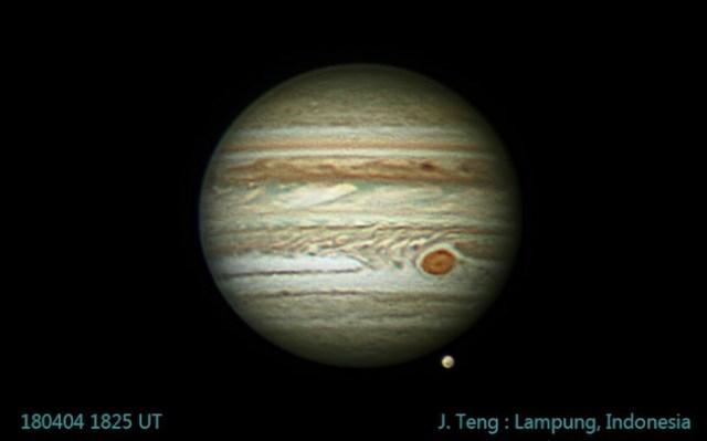Planet Jupiter dan satelit Ganymede dipotret dari Lampung oleh Jefferson Teng.